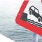 attention chute de voiture dans l'eau